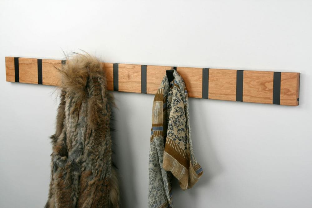 Porte-manteaux KNAX en bois massif. Design Danois